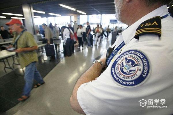 中国留学生入境美国时被移民官套话!
